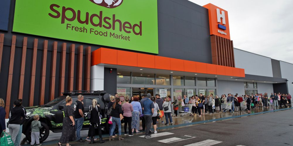 Shoppers queue at Butler Spudshed. Pictures: Martin Kennealey www.communitypix.com.au d493254