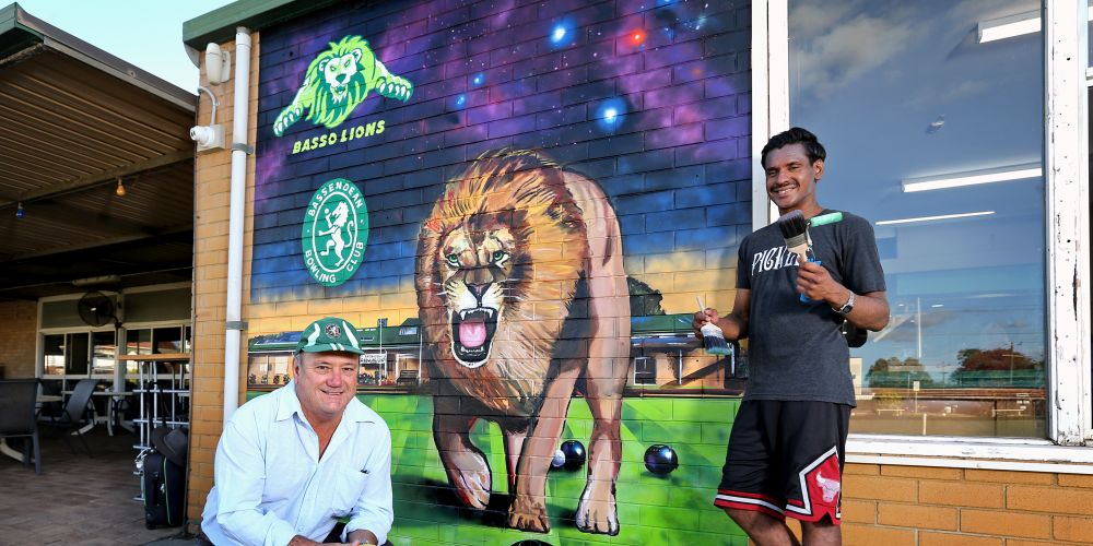 L-R: Linton Pike (President, Bassendean Bowling Club) and local artist Andrew Grero of Bassendean with the new mural at the Bassendean Bowling Club. Picture: David Baylis www.communitypix.com.au   d492958