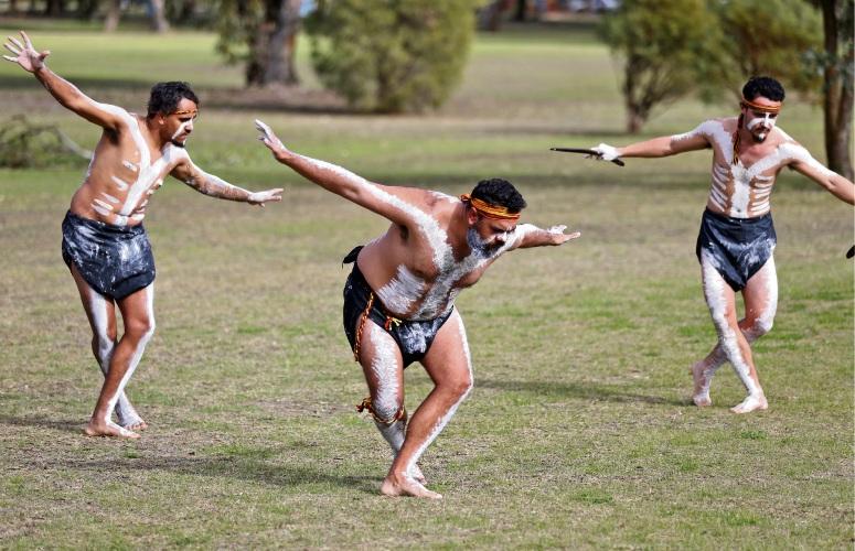 The Maar Koodjal Aboriginal Dance Group. All photos by David Baylis www.communitypix.com.au d493322