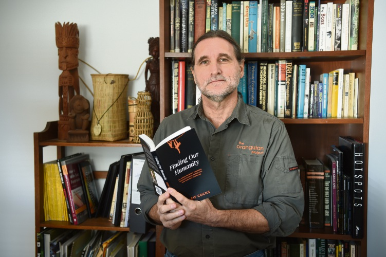 Willagee orangutan conservationist launches new book