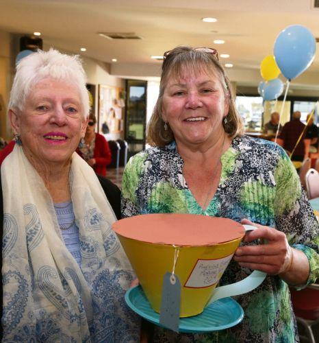 Dawn Eacott and Denise Reece. Pictures: Martin Kennealey www.communitypix.com.au d493614