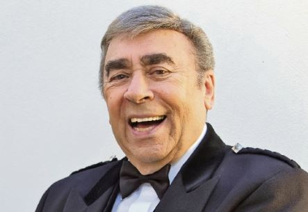 Legendary Perth entertainer Max Kay dead