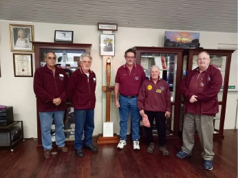 Dawesville RSL members with the replica flame.
