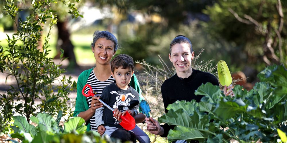 L-R: Lisa Last of Bassendean with her son Spike (2) and Cr Renee McLennan (Mayor, Town of Bassendean). Picture: David Baylis.      www.communitypix.com.au     d494856