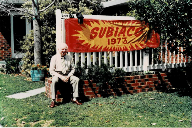 Les Wearne outside his Doubleview home in 1986.