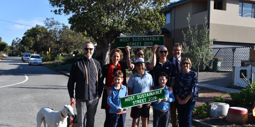 BACK: L-R: Maylands residents Jonathan Messer, Amanda Rogers, Angela Jones, Tim Collins, Pam Chamberlain and Mayor Dan Bull. FRONT L-R: Ted Rogers, Oliver Thomas-Jones and Patrick Rogers. Pictures: Kristie Lim