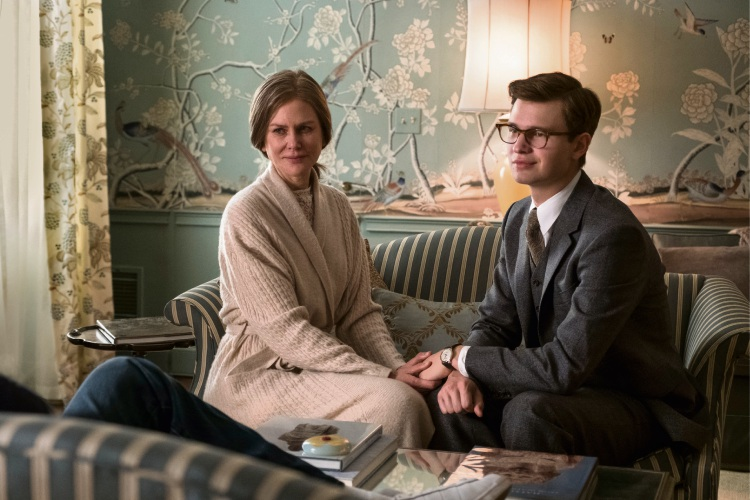 Ansel Elgort as Theo Decker and Nicole Kidman as Mrs Barbour in The Goldfinch.