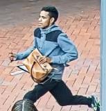 Police hunt man after brazen bag snatch