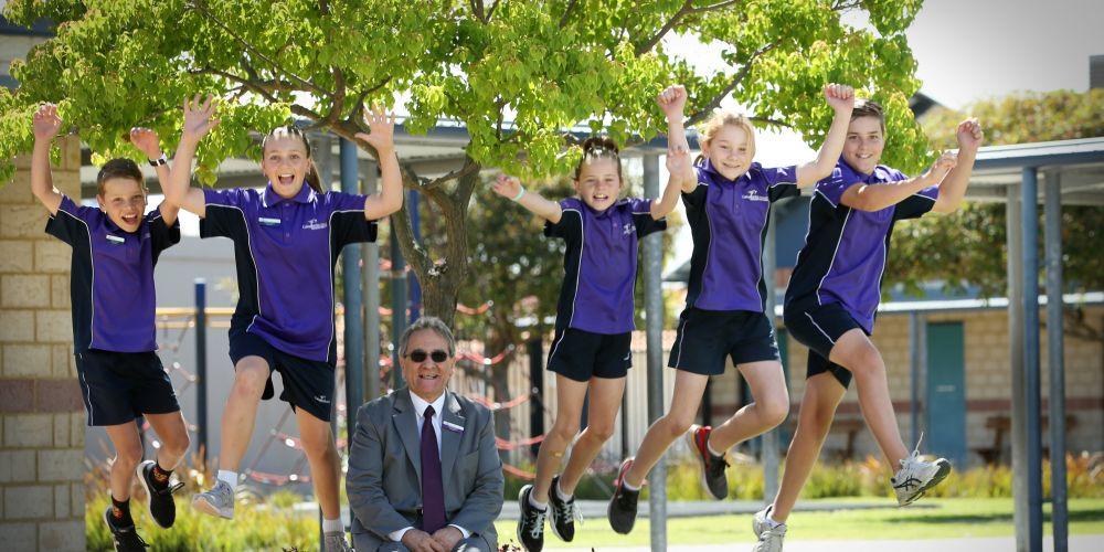 Lewis Conick y5, Ella Broadley y5, Prinicpal Ted Nastasi, Kayla Troy y4, Jasmine Gray y6  and Ethan Wood y6. Caladenia Primary School won school of the Year for WA.
