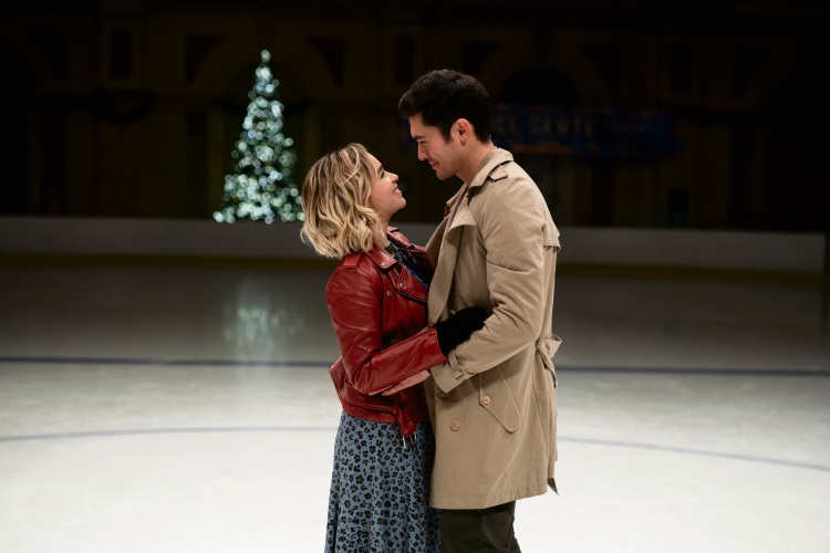 Kate (Emilia Clarke) and Tom (Henry Golding) in Last Christmas.