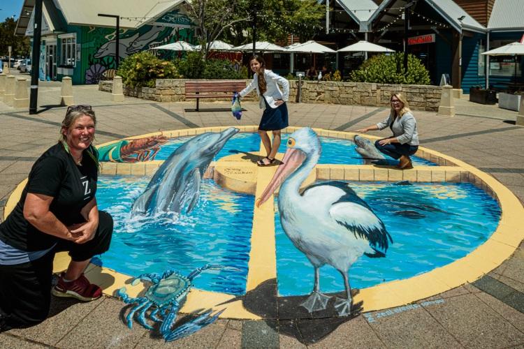 3d pavement art by Mandurah Visitor Centre. Artist Jenny McCracken, Nadine Heinen (Visit Mandurah) and Anita Kane (Visit Mandurah). Photo by John Taylor.