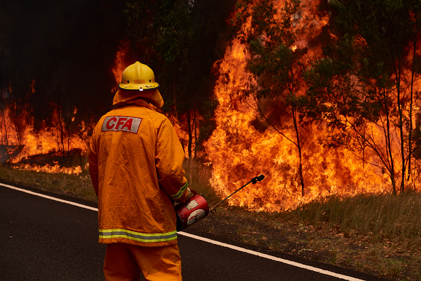 Australia Firefighters Battle East Coast Blazes, Brace for Worse