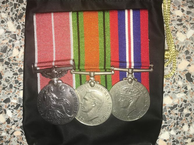 Police hunt war medal thief