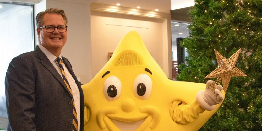 Pan Pacific Perth general manager Rob Weeden with the Starlight Children's Foundation's Starman.