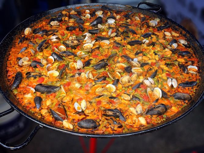 A range of food options, such as paella, will be at the Lake Joondalup Street Eats. Picture supplied