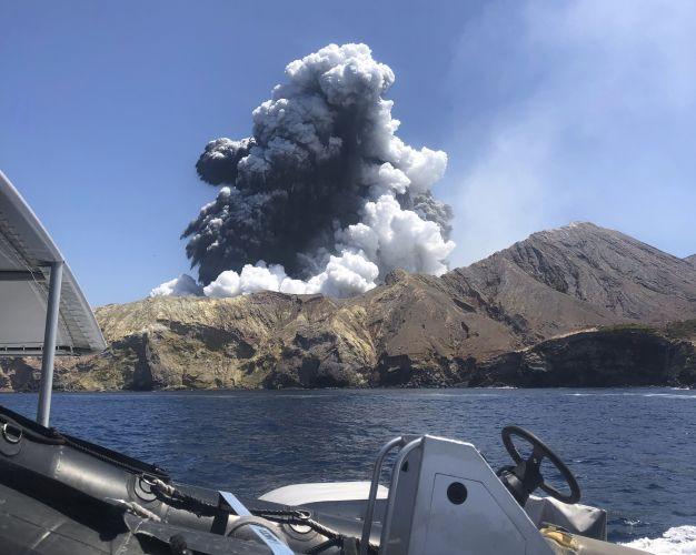 A photo provided by Lillani Hopkins shows a volcanic eruption on White Island, New Zealand. Photo: via AAP