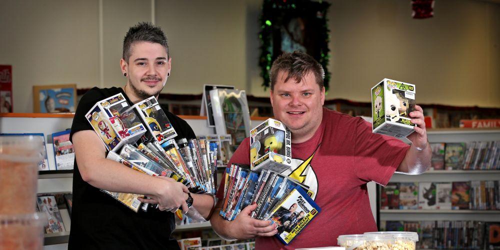 L-R: Nathaniel Tomkins of Inglewood and Clayton Kieliszewski of Cloverdale.  Picture: David Baylis.     www.communitypix.com.au