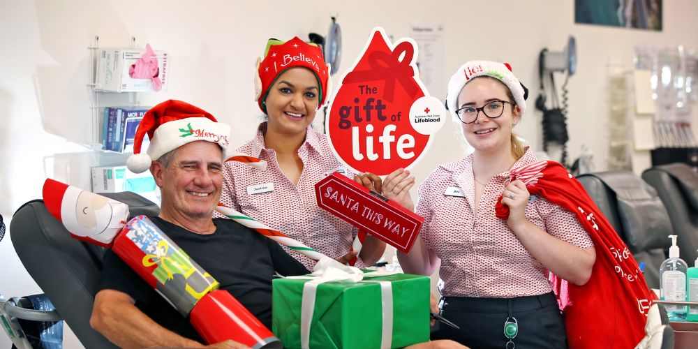 L-R: Donor Ray Boyd of Dianella with Donor Services Nursing Assistant Justine Taylor and Registered Nurse Bec Gavrilovic at the Lifeblood Morley Donor Centre. Picture: David Baylis     www.communitypix.com.au     d497166