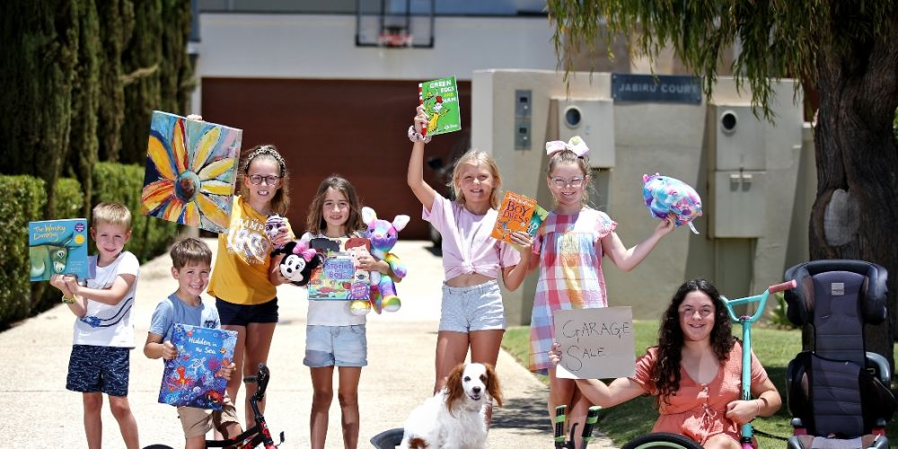 L-R: Boston Gamble (5), Ismail Hazife (5), Sophia Gamble (7), Sophia Hazife (8), Evie Zakostelsky (10), Allegra Kell (8) and Sofia Kell (14), with Jedi the dog. Picture: David Baylis www.communitypix.com.au d497530