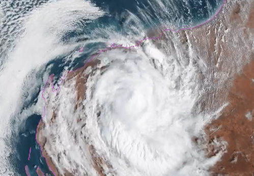 Ex-tropical cyclone Damien could bring flash flooding to parts of Western Australia's Gascoyne and Goldfields regions after causing havoc in the Pilbara.