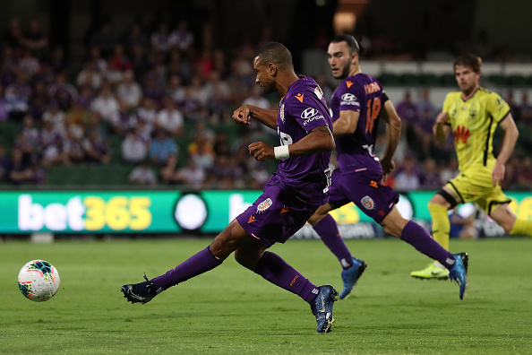 James Meredith of the Glory passes the ball as Perth Glory face off against Wellington Phoenix. Picture: Paul Kane/Getty Images