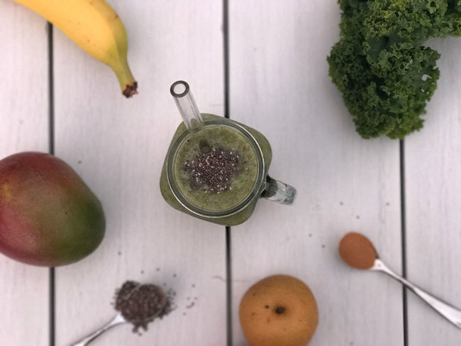 Nashi, mango, kale, banana, chia seeds and cinnamon smoothie
