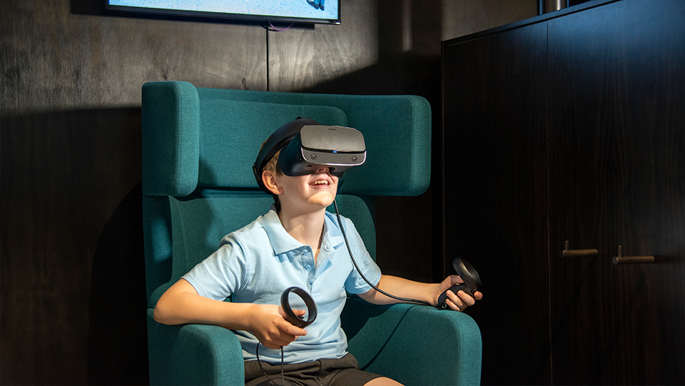 a school student tries a VR experience at the Cross River Rail Experience Centre