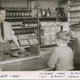 Zi Tuckshop Y19451