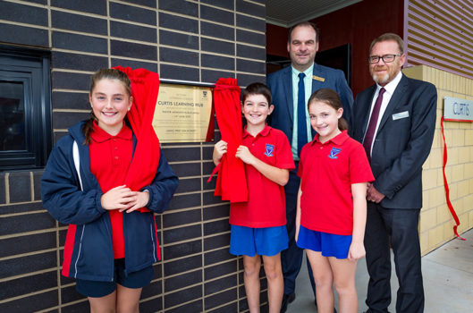 2 Charlotte Ladanay Charlie Constable And Molly Millar Unveil Curtis With Principal John Thompson And Julian Denholm Lea Nsw Vic Tas