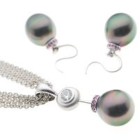 PJ12 / 18ct Tahitian Pearl Earring and Pendant Set