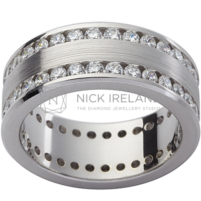 GW12 / 18ct white gold diamond set gents wedding ring