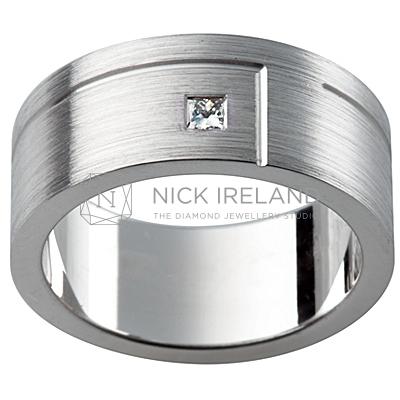 GW16 / 18ct White Gold Diamond set Gents wedding ring