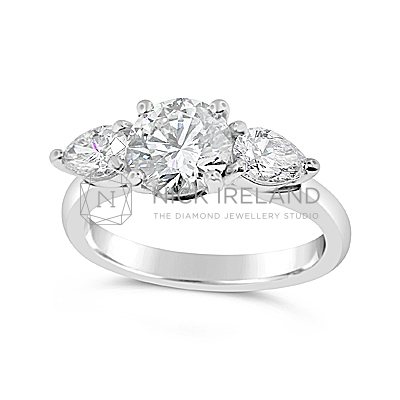 TDR39/ 18ct White Gold 1ct Diamond 3 Stone Ring