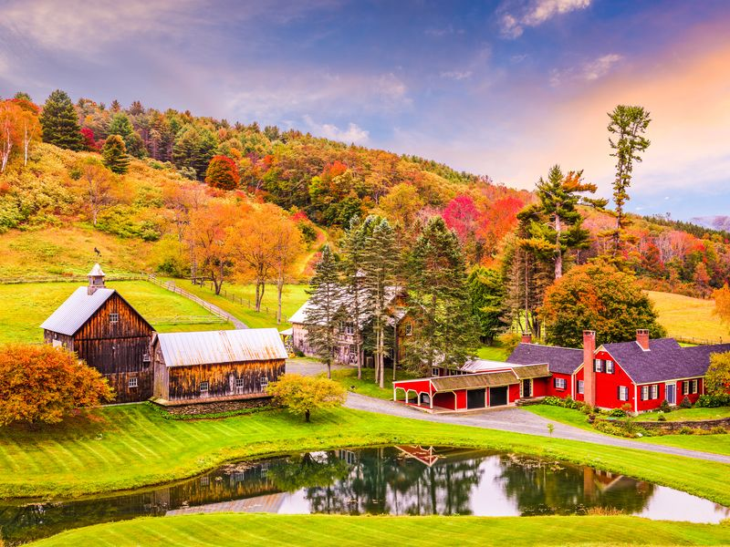 Charming New England: Fall Foliage