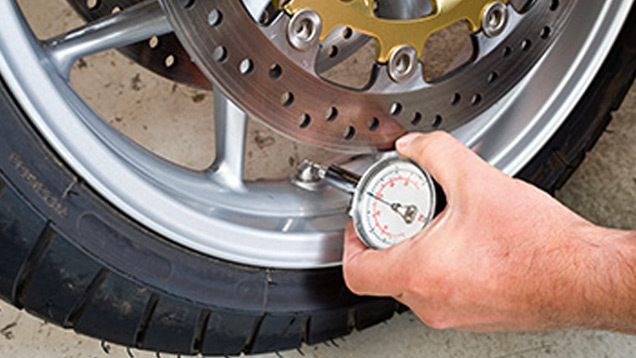 Motorcycle wheel with pressure gauge
