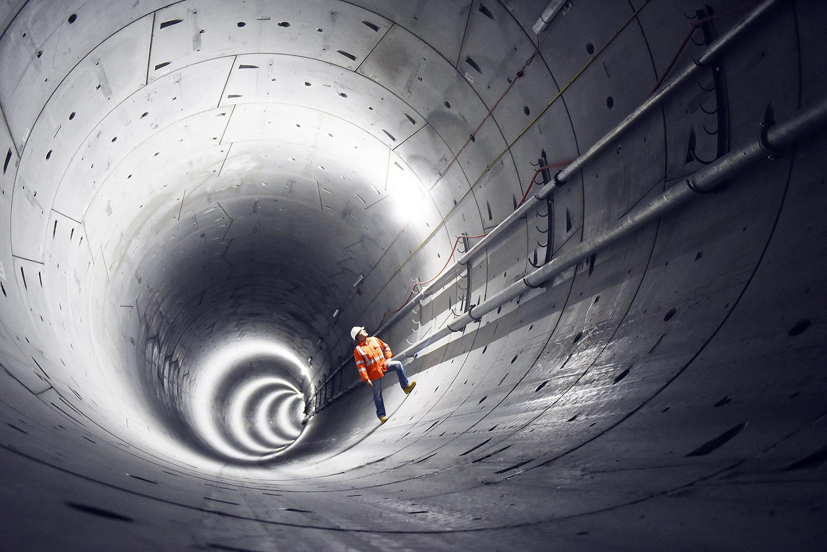 Sydney_metro_-_tunnels_-_june_2016_-_25m_under_castle_hill