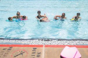 Volunteer instructors %28l r%29 lil  kayla  shelly   brittney teaching the kids to swim