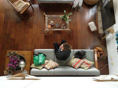 Living room girl 342839 1280