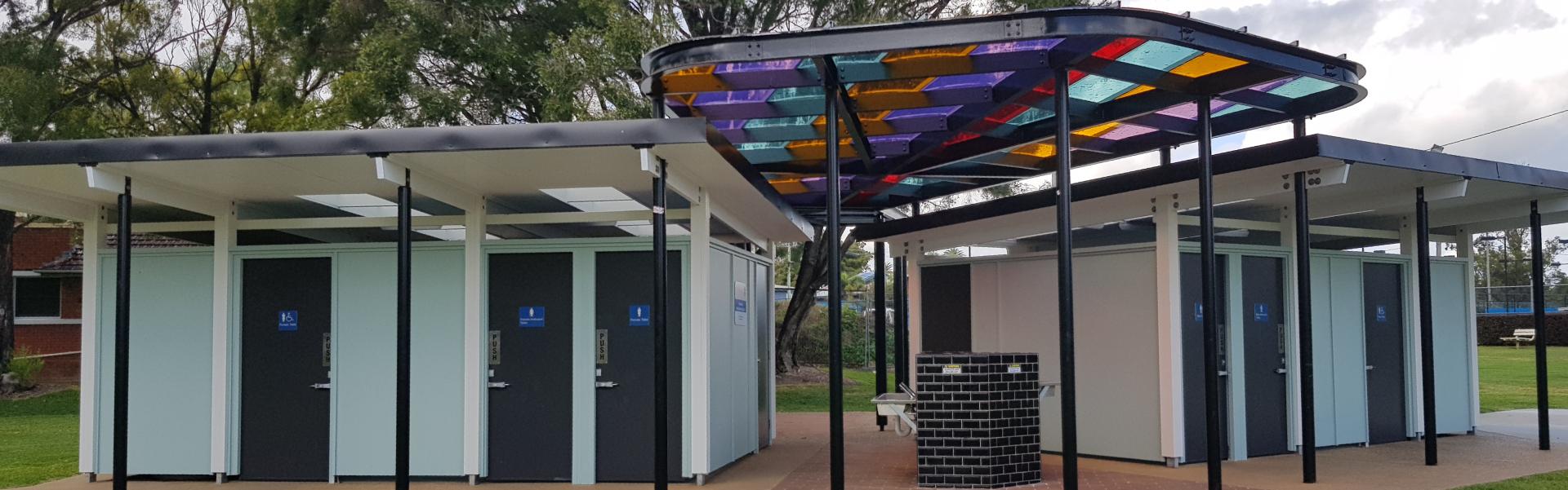 Photo of public toilets at Knox Park, Murwillumbah.