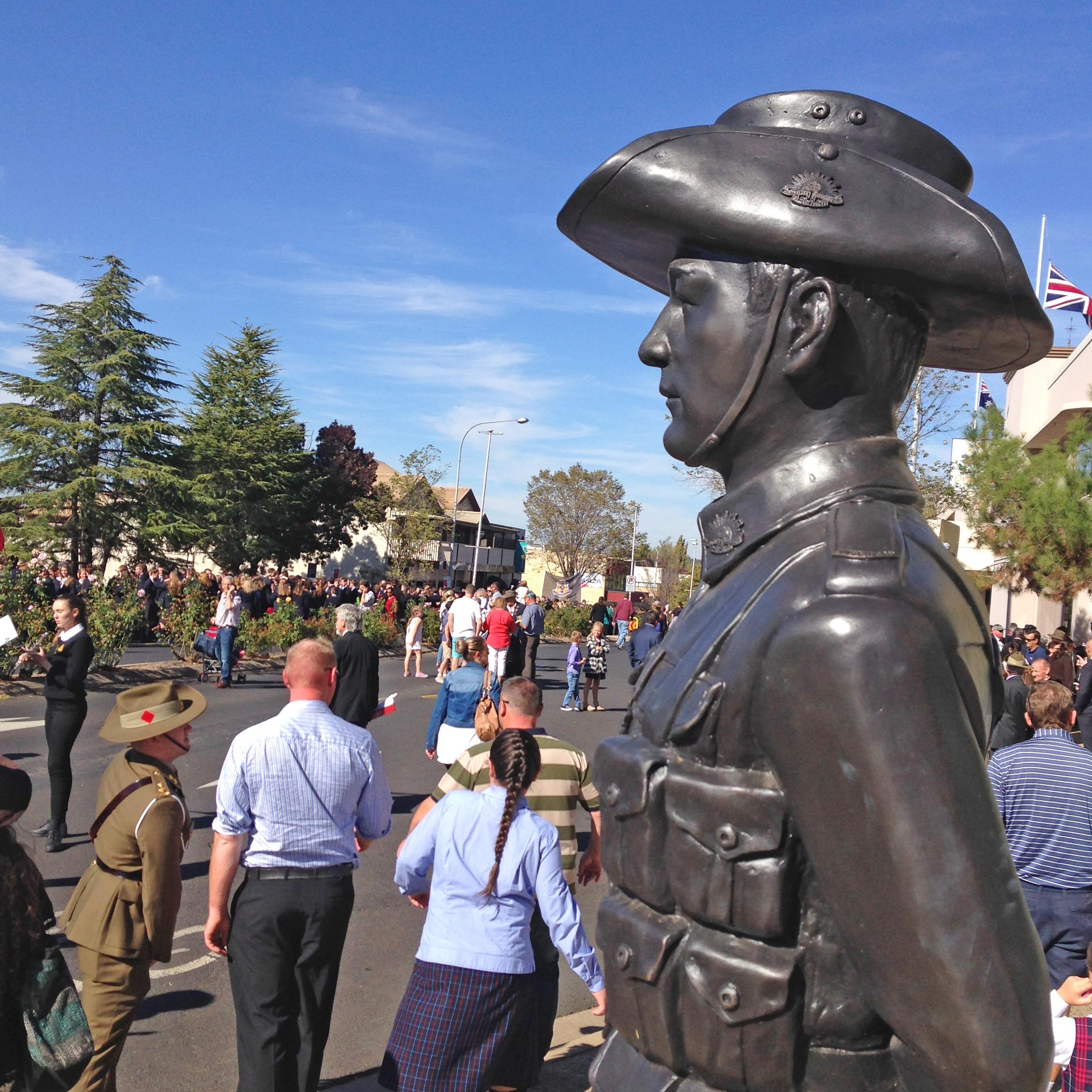 Anzac day 2018 vc winner statue