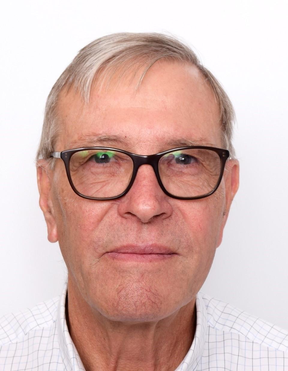 Garry west   headshot