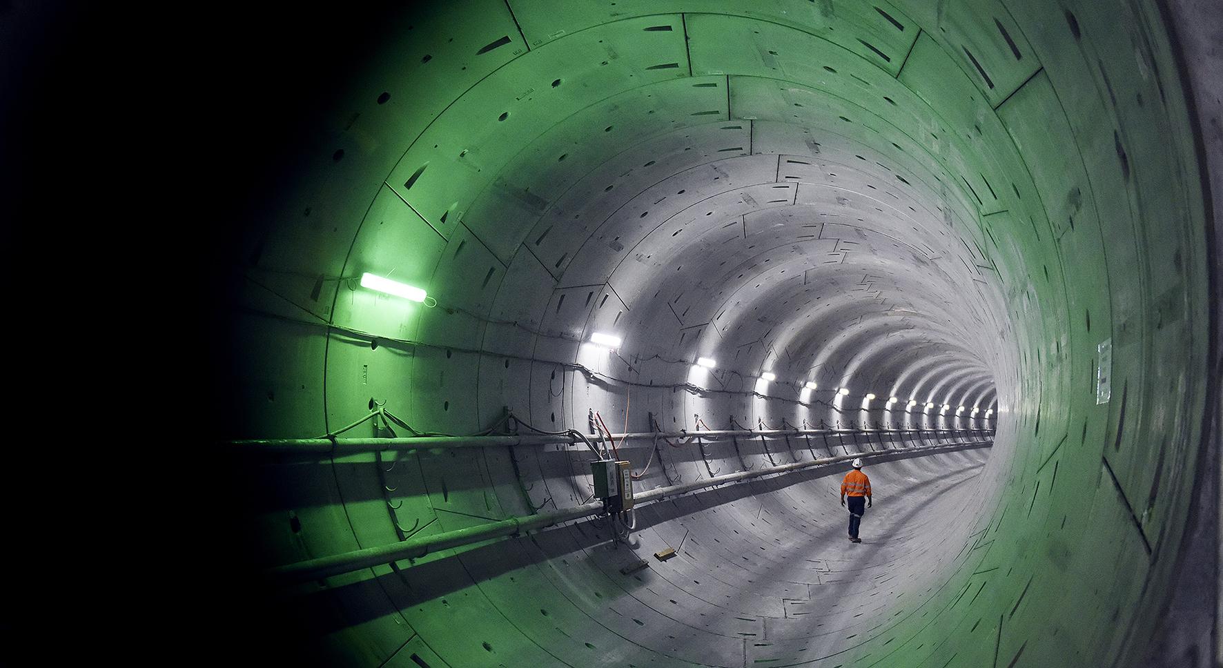 Sydney_metro_-_tunnels_-_june_2016_-_green_light