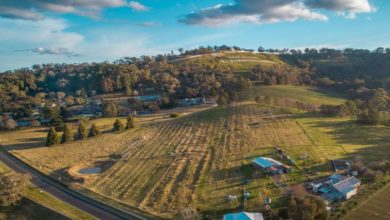 Photo of Mount Panorama property surrounded by iconic race track hits the market