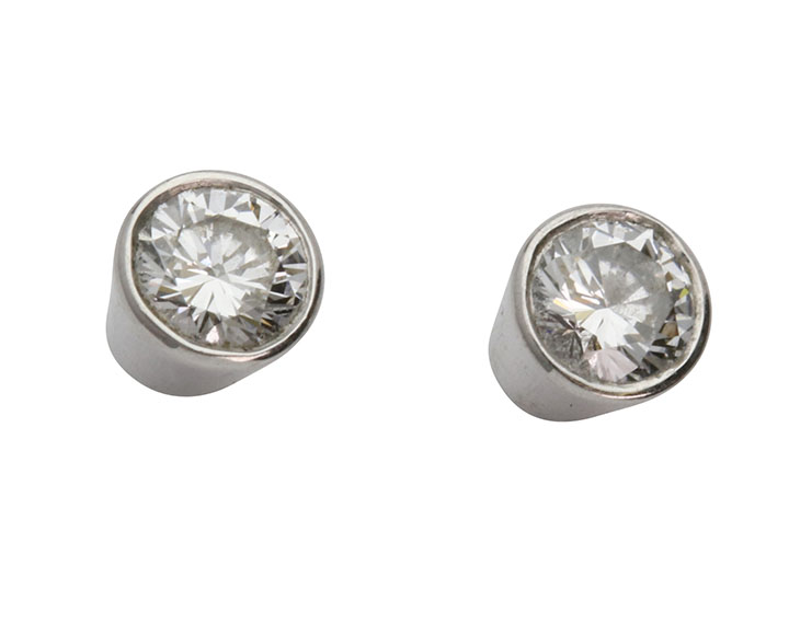 18ct White Gold And Diamond Studs Everettbrookes Jewellers