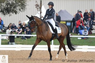 Successful Western Australian rider, Belinda Isbister earned a Pryde's Easifeeds CCI 3 Star dressage score of 34.00 and head in to the cross country phase tomorrow in ninth place.