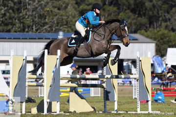 Shannon Jones had a successful weekend and today the rider from the Matcham Valley Pony Club and Zone 24 rode her, 'Dashu' to win the Associate B Grade AM5#2 and take second place in the Accumulator.
