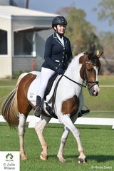Leticia Robertson rode the good moving Crayola in the Novice 2.2.