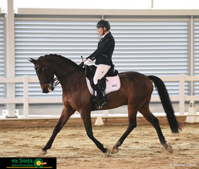 Jane Carcary and Fredico completed a beautiful trot down the centre line in the Adult Amateur Owner Rider Medium 4.2 Class on Saturday Morning.
