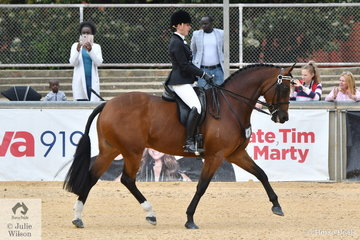 Madelon McDonald won the class for Lady Rider 18  AU 21 Years.