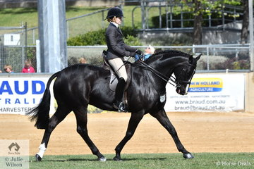 Georgia Grenwell, another visitor from Victoria rode her Rotspon gelding, 'Rotsdom' to sixth place in the class for Open Show Hunter 15-15.2hh.